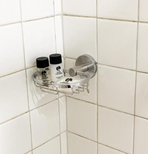 REGADERA en baño de hotel